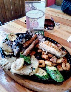 #LosLunesSeMeAntoja comer en #LaCabañaDeQuirino, el lugar ideal para #antojos difíciles #AtotonilcoElGrande #Hidalgo