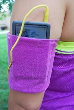 Step-by-step photo guide to making your own iPod arm band for jogging. Hint: All it takes is an old t-shirt and some sewing