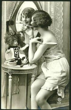 If she smokes she pokes - Vintage French Postcard Vintage Glam, Vintage Lingerie, Vintage Girls, Vintage Beauty, French Vintage, Vintage Fashion, Glamour Photography, Vintage Photography, Belle Epoque