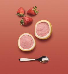 Essa receita de frozen de morango servido na casca de maracujá é uma delícia e super divertido de fazer com os pequenos!