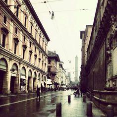 Via Ugo Bassi - Bologna and rain