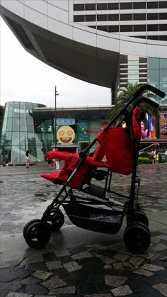 The Peak  Kinderwagon just make outing enjoyable!  美國Kinderwagon香港總代理 www.kinderwagon.com.hk  Kinderwagon HOP 雙人外出嬰兒車 (Double Stroller) Kinderwagon JUMP 大小B車 前後座嬰兒車 (Double Stroller)