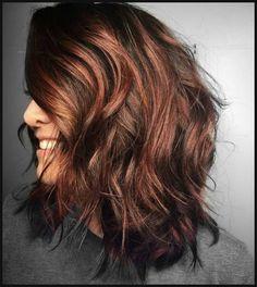 Verschiedene Haarfarben mit rote Strähnchen | Einfache Frisuren