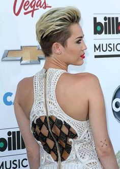 Miley Cyrus blonde short hair