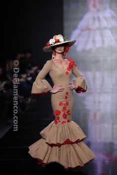 Fotografías Moda Flamenca - Simof 2014 - MJ Blay 'Veritades' Simof 2014 - Foto… Folk Fashion, Dance Fashion, Latin Ballroom Dresses, Flamenco Dresses, Estilo Popular, Flamenco Costume, Fashion Show Themes, Spanish Dress, Spanish Fashion