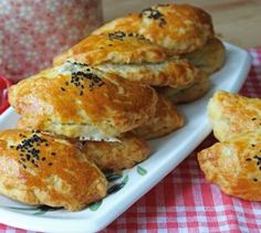 Healthy Eating Tips, Healthy Nutrition, Bread Dough Recipe, Tea Time Snacks, Vegetable Drinks, Turkish Recipes, Hamburger, Good Food, Food And Drink
