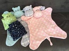 Crafts in fabric: 75 ideas to put into practice Diy Doll Pattern, Owl Quilt Pattern, Doll Patterns, Quilt Baby, Lovey Blanket, Baby Sewing Projects, Baby Pants, Sewing Toys, Baby Store