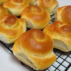 Bread Rolls Using Potato Flakes Breads Across The Globe Pinterest Flakes Instant Potatoes And Breads
