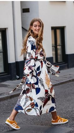 The Top Fall Trends in 6 Cool Outfits - - Best fall outfit ideas fall florals – floral midi dress with yellow adidas Source by juryclothing Mode Outfits, Fall Outfits, Fashion Outfits, Womens Fashion, Fashion Trends, Dress Fashion, Fashion Ideas, Editorial Fashion, Ladies Fashion