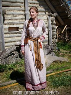 Eastern Viking/Rus/Slavic women's attire. Medieval. It is important to understand that before the violently forced christianisation of our people, all of north and eastern european people shared the same kind of culture, which was reflected in similar clothing, philosophy, and legal/political system!!! Kram Jaromiry i Dalebory: suknia