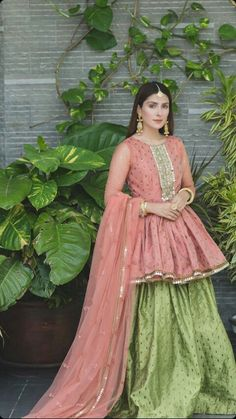 The latest dress trends for the latest new fashion trends, outfit ideas, celebrity style, designer news and runway looks. Pakistani Party Wear Dresses, Shadi Dresses, Designer Party Wear Dresses, Indian Gowns Dresses, Party Wear Lehenga, Pakistani Dress Design, Pakistani Outfits, Indian Outfits, Party Dresses