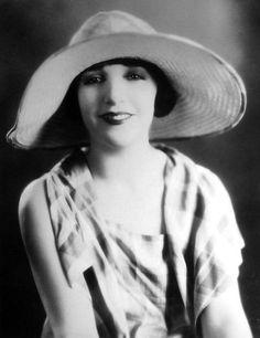 Bebe Daniels #vintage #hat #fashion