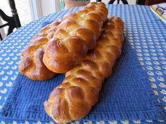 Learn to make challah bread for Shabbat with this step-by-step recipe and discover the significance of this tasty Jewish bread. Kosher, Pareve.  Tried this, amazing recipe.
