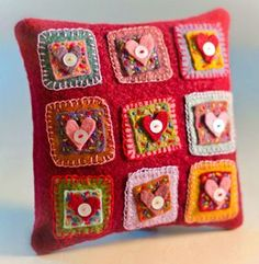 Great overview of the cutest pillows to make for your home. Most of these Valentine pillows come with free sewing tutorials and& patterns. Felt Crafts, Fabric Crafts, Sewing Crafts, Sewing Tutorials, Sewing Projects, Felt Embroidery, Felt Applique, Applique Pillows, Embroidery Patterns