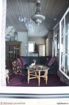 olohuone,tapetti,romanttinen,mökki,sohvapöytä