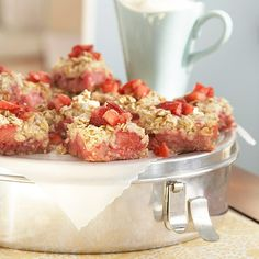 Strawberry Rhubarb Bars - Who doesn't love strawberry and rhubarb? These springtime bars make a delicious dessert for a crowd after Easter dinner. Rhubarb Desserts, Rhubarb Recipes, Rhubarb Pie, Rhubarb Squares, Rhubarb Ideas, Rhubarb Oatmeal, Easter Desserts, Delicious Desserts, Dessert Recipes