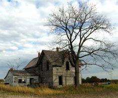 Abandoned House on Highway 3, Ontario.   #abandoned #urbex