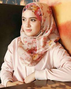 Beautiful Hijab Girl, Beautiful Girl Image, Beautiful Asian Girls, Beautiful Women Videos, Beautiful Muslim Women, Arab Girls Hijab, Muslim Girls, Hijabi Girl, Girl Hijab