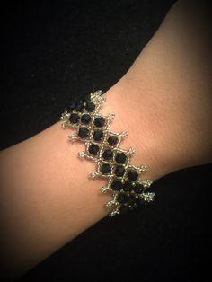 Negro y plata anotó pulseras de cristal