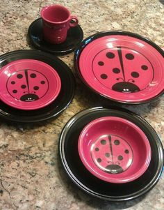 I stick to the solid dishes ~ but this Fiesta Ladybug is too cute !