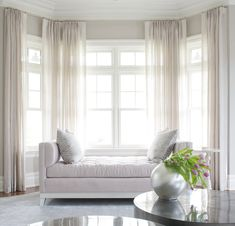 35 Beautiful Bay Window Seating Ideas You Should Copy - Bay windows are eye-catching amenities you'll often see on classic houses and older Victorian homes. They can look very elegant and enhance the look o. Bay Window Bedroom, Bay Window Decor, Bay Window Living Room, Home Living Room, Living Room Decor, Bay Window Seating, Window Seats, Bedroom Windows, Bay Window Treatments