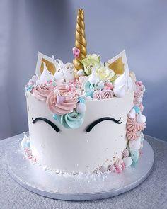 Tort Jednorożec w kremie maślanym na bezie Cool Birthday Cakes, Birthday Cupcakes, Gorgeous Cakes, Amazing Cakes, Diy Unicorn Cake, Cute Desserts, Disney Cakes, Drip Cakes, Creative Cakes