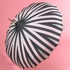 <3 this Hepburn-esque parasol
