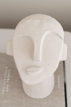 By SIDDE - ELLE INTERIEUR Ceramic Tableware, Ceramic Pottery, Keramik Design, Creta, White Interior Design, Summer Photography, Plates And Bowls, Potted Plants, Sculpture Art