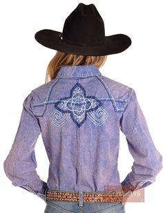 Camisa Feminina Lilás Rústico Cowgirl Up   Camisa feminina importada Cowgirl Up. Feita de algodão na cor lilás rústico (com textura que parece jeans). Possui dois bolsos na parte frontal, fechamento em botão de pressão. Lindos borbados e apliques de stras azul. Camisa perfeita para mulheres que gostam de cavalos, vida no campo e estilo country / western. Pode ser utilizada no dia a dia e também em provas e looks mais elaborados. Também é uma ótima dica de presente.