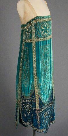 1926 evening dress- beautiful cloth, but gawd, I just don't like shapeless sacks used as dresses.?..