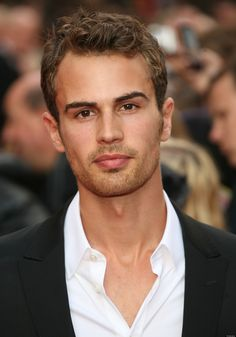 The most handsome boy, he is so sexy Divergent. Theo James