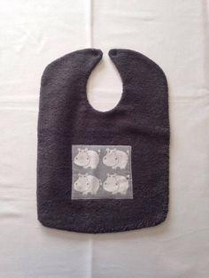 Bavoir en éponge et en coton avec applique brodée n° 81