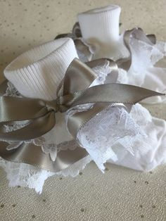 """GIRLS WHITE FRILLY LACE SOCKS SIZE LOTS OF SIZES RED BOW /""""/""""/""""/""""/""""/""""/""""/""""/""""/""""/""""/""""/""""/""""/""""/"""""""