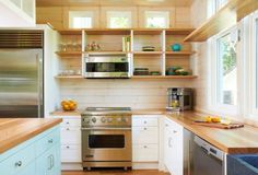 Nowadays, you can find the various styles of interior design for a kitchen. Form the minimalist to the… The post Open Kitchen Shelving Ideas appeared first on Don Pedro. White Kitchen Cupboards, White Kitchen Backsplash, Kitchen Cabinets Decor, Kitchen Cabinet Storage, Kitchen Cabinet Design, Kitchen Shelves, Diy Kitchen, Corner Shelves, Decorating Kitchen