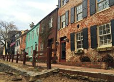 DC real estate photo - http://dc.urbanturf.com/articles/blog/fronting_the_canal_a_block_of_georgetown_rowhouses_hide_in_plain_sight/8230