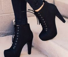 There are already thousand enthralling, inspiring and awesome images tagged with bottines (boots). High Heel Boots, Heeled Boots, Shoe Boots, Black Heel Boots, Boot Heels, High Heel Sneakers, Platform Ankle Boots, Black Sneakers, Pretty Shoes