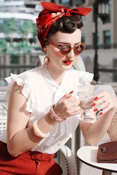 Check it out Idda van Munster (Aida Đapo). Headscarf and giant round sunglasses: perfecr combination! The post Idda van Munster (Aida Đapo). Headscarf and giant round sunglasses: perfecr com… appeared first on 99 Hairstyles . Moda Rockabilly, Looks Rockabilly, Rockabilly Fashion, 1950s Fashion, Vintage Fashion, Rockabilly Girls, 1950s Summer Fashion, 50s Inspired Fashion, Pin Up Fashion