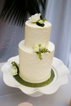 Sophisticated Ivory Buttercream Cake | TASHA OWEN/PHOTOGRAPHER | BAKED CUSTOM CAKES | http://knot.ly/6498BtvBn | http://knot.ly/6499BtvBX | http://knot.ly/6490BtvBk