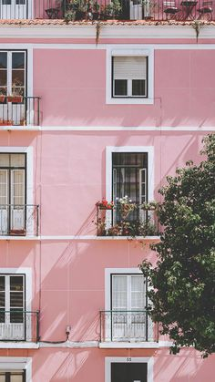 Rosa Haus in Lissabon von Jessica Arends auf Leinwand Tapete und mehr Iphone Wallpaper Preppy, Pink Wallpaper, Aesthetic Iphone Wallpaper, Iphone Wallpapers, Aesthetic Wallpapers, Cute Wallpapers, Europe Wallpaper, Phone Backgrounds, Beauty Iphone Wallpaper