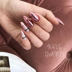 Nail art Christmas - the festive spirit on the nails. Over 70 creative ideas and tutorials - My Nails Chic Nails, Stylish Nails, Swag Nails, Perfect Nails, Gorgeous Nails, Pretty Nails, Pink Nails, My Nails, Hair And Nails