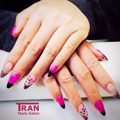 Dancing dots  #trannails #nageldesign #nagelstudioerbach #nailart #wallofnails #gel #manicure #thermogel