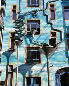 Dresden hat mir große Freude gemacht und meine Lust, an Kunst zu denken, wieder belebt. Es ist ein unglaublicher Schatz aller Art an diesem schönen Orte.  Johann Wolfgang von Goethe  #dresden #saxony #kurztrip 2016 #ilovedresden #ig_dresden #beautifulcity #beautifuldestinations #wasserspiele #kunsthofpassage #windows #architecture #facade #facadelovers #facadedesign #ig_europe #meindeutschland #streetphotography #streetart #artlovers #sunlovers #photooftheday  #photographylover #photography…