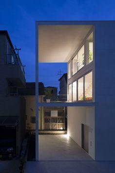 Pequeña casa con una gran terraza / Takuro Yamamoto   ArchDaily México