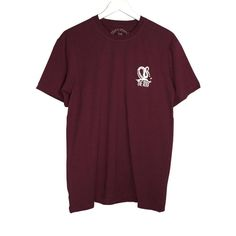 The Roof Octopus Bordeaux Tee has a comfortable fit and made of a premium and sturdy cotton and an elastic round neck that offers comfortably and elastically on your skin.  Provides a good looking and a professional touch.