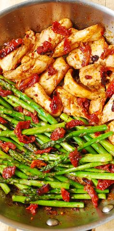 Paprika Chicken, Asparagus, and Sun-Dried Tomatoes Skillet #Mediterranean #Italian #healthy #food