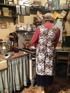I do love history - but don't think I would really like my kitchen full on Pre-War . 1940s Kitchen, Old Kitchen, Kitchen On A Budget, Country Kitchen, Vintage Kitchen, Kitchen Decor, 1940s Home, Retro Home, 1930s