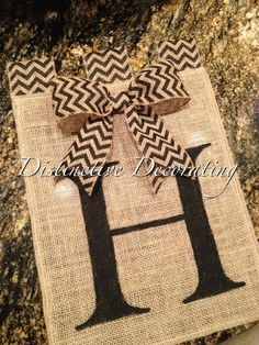 (Sorry everyone for all the pins, sorting my too many likes) burlap handpainted garden flag with chevron bow added Burlap Projects, Burlap Crafts, Vinyl Projects, Diy Craft Projects, Sewing Projects, Burlap Garden Flags, Burlap Flag, Cute Crafts, Crafts To Make