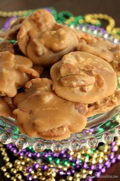 Southern Pecan Pralines Recipe ~ It's amazing what happens when you cook some butter, brown sugar, milk and pecans in a pot – the results are simply magical.Just the best ! Pecan Recipes, Candy Recipes, Sweet Recipes, Cookie Recipes, Fudge Recipes, Southern Pecan Pralines Recipe, Praline Recipe, Aunt Sallys Pralines Recipe, Bonbon