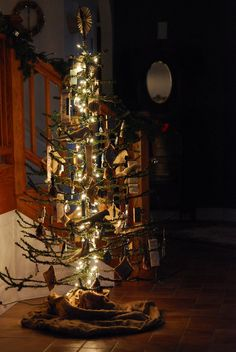 "An old artificial tree with the green ""pine needles"" trimmed off! Jill Ruth & Co.: The Junk Tree Twig Christmas Tree, Primitive Christmas Tree, Noel Christmas, Holiday Tree, Country Christmas, Winter Christmas, Vintage Christmas, Christmas Decorations, Christmas Crafts"