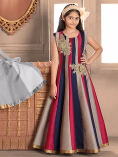25 Latest Designer Kurti Designs for Women in Fashion 2019 Gowns For Girls, Little Girl Dresses, Girls Dresses, Frock Design, Cute Dresses, Beautiful Dresses, Beautiful Gorgeous, Gown Dress Online, Kids Frocks Design
